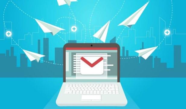 Communiquez par mail ou réseaux sociaux